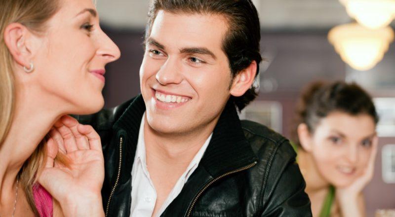 Unge der flirter