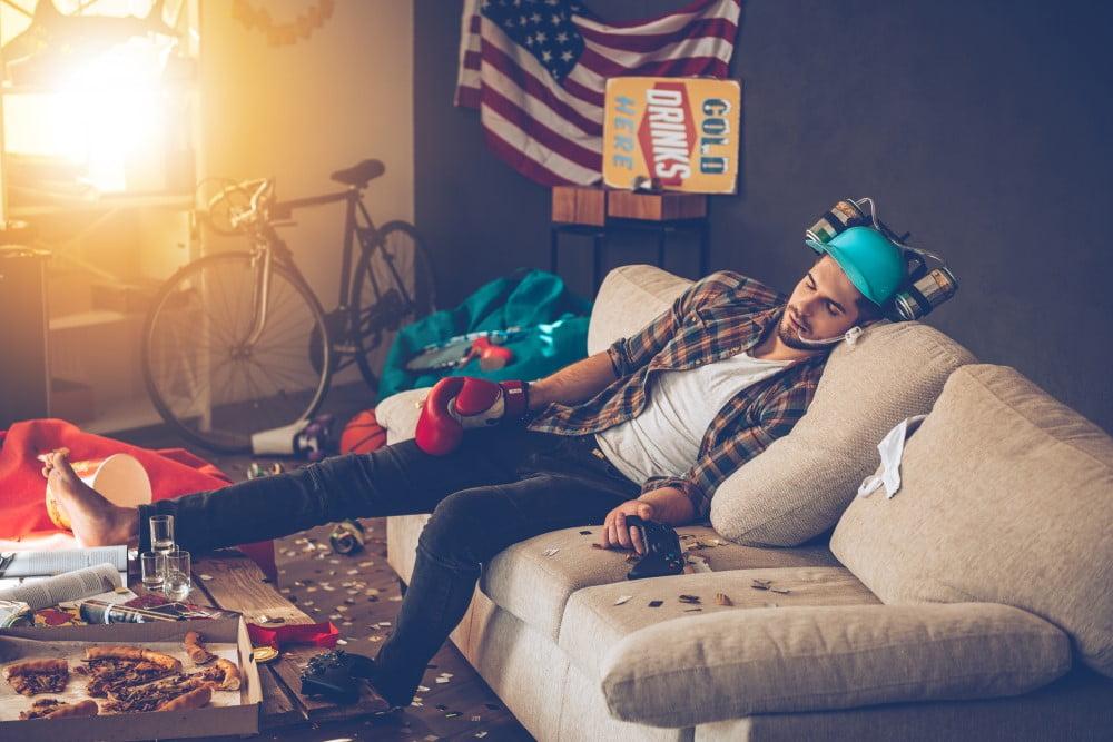 Sovende mand efter fest